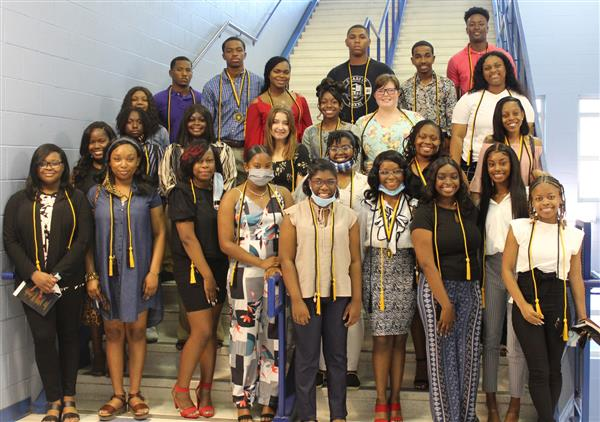 Photo of MHS Senior Beta Club Members.
